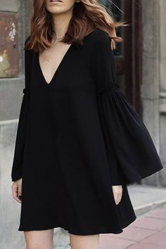 Spring and Summer are the perfect seasons for wearing bell sleeves. They're cute, trendy and versatile. For those of you don't know how to style bell sleeves tops. Here are 15 gorgeous summer outfit ideas with bell sleeves perfect for any occasion! Bell Sleeve Dress, Bell Sleeves, Mode Pop, Dress Skirt, Dress Up, Chiffon Dress, Dress Prom, Casual Dresses, Short Dresses