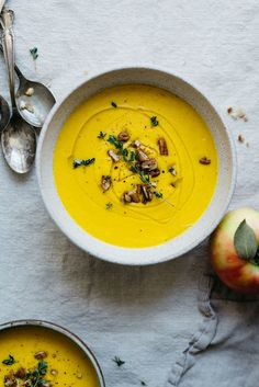 Turmeric Carrot Apple Soup | dolly and oatmeal
