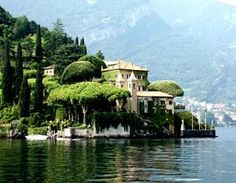 Want to travel somewhere beautiful? Why not have a lake-side holiday? Lake Como, Lago di Como in Italian, is Italy's most popular . Beautiful Places To Visit, Oh The Places You'll Go, Great Places, Tourist Places, Places To Travel, Lake Como Italy, Places In Italy, Seen, Reggio Emilia