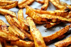 Celariac fries: Peel the celeriac, cut it into very thin sticks, put into a bowl and add some tomato paste, sea salt, pepper, chili powder, olive oil and turn untill they're completely covered in the spices and oil - leave to cool in the fridge for 30 minutes. Arrange the fries in a single layer on a baking tray lined with baking paper and bake for 40 minutes in 200 degrees Celsius, turn the fires ocassionaly to make sure they are cooked evenly on the outside. Serve immediately while still hot.