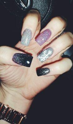 @emmadoesnails winter nails Christmas nails holiday nails snowflake nails