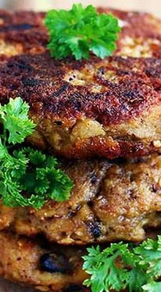 Crunchy Eggplant Fritters with Mushrooms and Herbs. but will tweek it a bit so that it does become a burger. Whole Food Recipes, Keto Recipes, Vegetarian Recipes, Cooking Recipes, Dinner Recipes, Healthy Recipes, Vegetarian Cookbook, Vegetarian Dinners, Vegetarian Eggplant Recipes