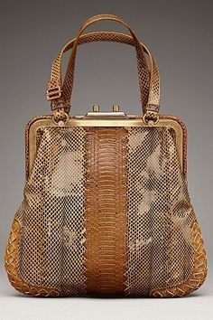 For many women, purchasing an authentic designer handbag isn't something to hurry into. Because these bags can easily be so high priced, women usually agonize over their choices prior to making an actual handbag acquisition. Prada Bag, Prada Handbags, Fashion Handbags, Tote Handbags, Purses And Handbags, Fashion Bags, Net Fashion, Handbags Online, High Fashion