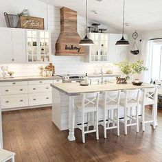 Kitchen decor and kitchen ideas for all of your dream kitchen needs. Modern kitchen inspiration at its finest. Classic Kitchen, Farmhouse Style Kitchen, Modern Farmhouse Kitchens, Home Decor Kitchen, New Kitchen, Home Kitchens, Awesome Kitchen, Dream Kitchens, Country Kitchens