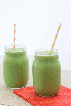 Peach, Mango, and Kale Smoothie - a sweet and healthy smoothie (you won't taste the kale!) | Kristine's Kitchen