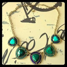 Emerald jeweled tone gold finish necklace 5 piece emerald tone beautiful necklace. 18.5 in length Francesca's Collections Jewelry Necklaces