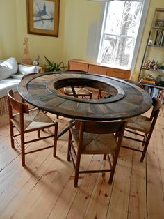 Obsessed with this reclaimed wood table. So unique!!!