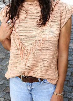 Crochet Kit Pima Cotton Botos Tee — inspo using fringe for design Beau Crochet, Pull Crochet, Mode Crochet, Crochet Hooks, Knit Crochet, Crochet Kits, Crochet Pattern, Cardigans Crochet, Crochet Blouse