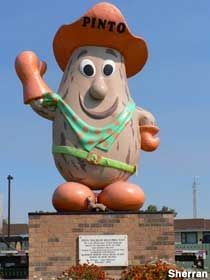 """The world's largest pinto bean~ """"Pinto McBean""""-~Bow Island, Alberta, Canada. O Canada, Canada Travel, Alberta Canada, Roadside Attractions, Unusual Things, World's Biggest, Worlds Largest, Street Art"""