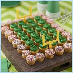 News Game Day Football Field and Team Color Mini C Tailgate Desserts #News #Game #Day #Football #Field #and #Team #Color #Mini #Tailgate #Desserts Football Desserts, Football Cupcakes, Football Birthday Cake, Football Parties, Superbowl Party Food Ideas, Football Banquet, Football Treats, Football Field Cake, Sports Birthday
