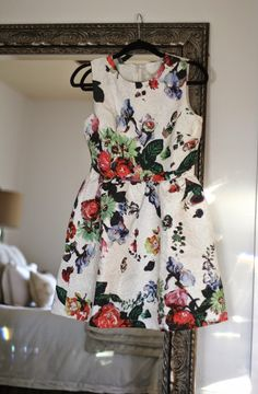 Is this not the most beautiful floral dress ever?! I SO need this for my weekend wine tasting! #Fashion #ClosetEnvy #OOTD  Courtesy of Carrie Bradshaw Lied!