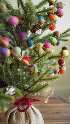DIY Felted Acorn Christmas Garland Tutorial : www.theMagicOnions.com
