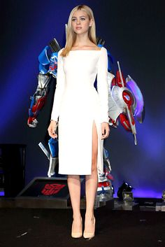 Transformers Age of Extinction star Nicola Peltz stunned in a white Dior dress with a laceup back at a press conference in Tokyo on July 29 Pink Prom Dresses, Nice Dresses, Evening Dresses, Club Dresses, Party Dresses, Formal Dresses, Slep Dress, Celebrity Dresses, Celebrity Style