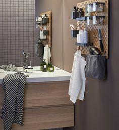 Pegboard: ideaal om je badkameraccessoires op te ruimen | IKEA IKEAnl IKEAnederland inspiratie wooninspiratie interieur wooninterieur badkamer SKÅDIS ophangbord bord opruimen ophangen