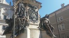 Die vier großen Sockelfiguren der Mariensäule am Salzburger Domplatz stellen einen Engel, die Weisheit, die Kirche und den Teufel dar.