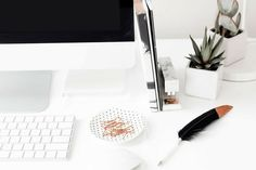The ultimate guide on how to create a profitable blog in 2018! From choosing your platform, to your hosting provider, and right up to creating killer content to wow your audience!