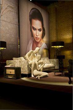 Взгляд автора: инсталляция moooi на выставке Salone del Mobile. Гостиная группа представлена диваном Canvas Sofa и напольными светильниками Construction Lamp L/S.