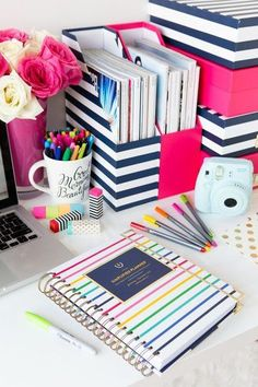 I like this in red w/ black & white stripes. The 2015 Simplified Planner - 16 Well Ordered DIY Planner and Journal Tutorials Notebook Organisation, School Organization, Organizing Ideas, School Desk Organization, Folder Organization, Desktop Organization, College Packing Lists, College Planner, Simplified Planner