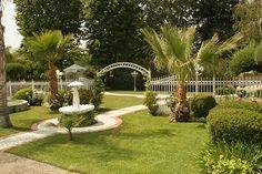 Southern California Wedding Venue: Lush landscaping in Santa Clarita  #gardenweddingvenues #wedding