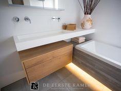 Bekijk de foto van Anton met als titel (De Eerste Kamer badkamers) Hout in de…