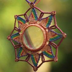 """""""Wipala em fluorita, pedra que purifica e estabiliza a aura, aterra e integra energias espirituais. www.elo7.com.br/mandalasancestrais/"""