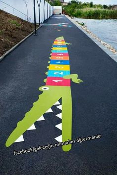 Preschool Playground, Playground Games, Preschool Activities, Kindergarten Interior, Kindergarten Design, Outdoor School, Outdoor Classroom, Playground Painting, Urbane Kunst