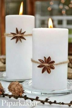 A simple white candles with an aromatic spice in an interesting shape is more than enought to decorate your living room.