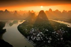 Old Walled Mountain Peak, Xingping, north of Yangshuo County, Guilin - China