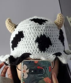 Crochet Cow, Cute Crochet, Crochet Crafts, Crochet Projects, Sewing Projects, Crochet Fashion, Diy Fashion, Crochet Clothes, Diy Clothes