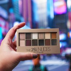 The NEW 24K Nudes Eyeshadow Palette is the perfect palette for any eyeshadow look you could dream of! Go neutral, smokey or bold with this mix of matte and shimmer shades.