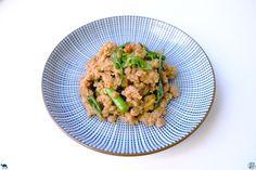 On vous emmène en Thaïlande avec une superbe recette addictive : Un sauté de porc haché au basilic thai alia Pad Kra Pao Moo    #Recette #Recipe #Cuisine #Asie #Asia #Gastronomy #Gastronomie #Food #foodporn #porc #thai #thailandais #thailand #pork Wok, Tamarin, Fried Rice, Risotto, Fries, Ethnic Recipes, Thai Basil, Asian Cuisine, Fine Dining