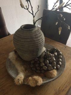 Stenen vaas en schaal