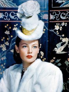 This photo shows actress Gene Tierney in a fur tilt hat. Most women would not have been able to afford to dress like this! Old Hollywood Glamour, Vintage Glamour, Vintage Hollywood, Hollywood Stars, Classic Hollywood, Vintage Hats, Vintage Beauty, Hollywood Icons, Vintage Fashion