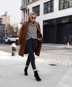Fashion Blogger Lisa DiCicco strutting our stripes In The Quinn Turtleneck