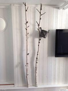 birch trunks/branches act as clothes hangers - björk,björkar,klädhängare,diy Farmers Market Display, Market Displays, Decorating Your Home, Interior Decorating, Forest Room, Earthy Home Decor, Natural Interior, Home Board, Diy Home Improvement