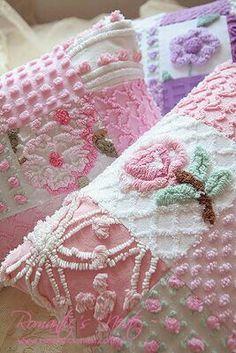 Chenille Pieced Pillows Estilo Shabby Chic, Vintage Shabby Chic, Shabby Chic Style, Shabby Chic Decor, Vintage Sewing, Vintage Linen, Vintage Sheets, Vintage Fabrics, Chenille Crafts