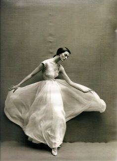 Carmen Dell'Orefice - Photo by Richard Avedon - http://www.avedonfoundation.org/