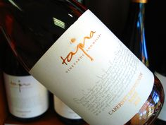 Nový tovar z vášho obľúbeného vinárstva Tajna nájdete v predajni alebo - www.vinopredaj.sk  Ochutnajte nádherné Rosé Cabernet Sauvignon, ktoré je medzi TOP 100 vínami v Salóne vín Slovenskej republiky 2016  Víno jasnej staroružovej farby obdarené čarovnou vôňou priehrštia červených ríbezlí, záhradných jahôd a májových čerešní. V  ovocnej chuti sa pekne snúbia ovocné kyseliny s lahodným zvyškovým cukrom. Chuť pripomína červené záhradné ovocie a pomelo.  #tajna #vinotajna #vinarstvo #vino…