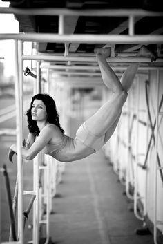 Acey Harper and Harriet Heyman acrobats