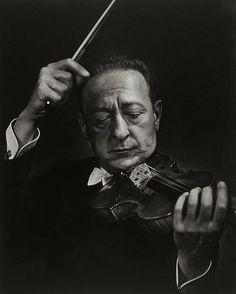 Jascha Heifetz por Yousuf Karsh (1950) Museum of Fines Arts of Boston