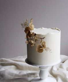 All About Modern Wedding Cake Trends + What the Experts Say - Wedding Cake - Wedding Cakes Naked Wedding Cake, Fondant Wedding Cakes, Naked Cake, Fall Wedding Cakes, Wedding Cake Decorations, Beautiful Wedding Cakes, Wedding Cake Designs, Fondant Cakes, Wedding Cake Toppers