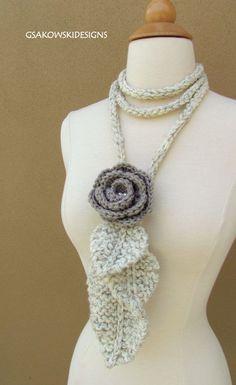 Crochet rose lariat - idea only Love Crochet, Diy Crochet, Crochet Crafts, Yarn Crafts, Crochet Flowers, Knitting Projects, Crochet Projects, Knitting Patterns, Crochet Patterns