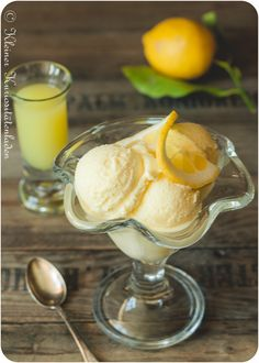 Limoncello Eis mit Lemon Curd Swirl
