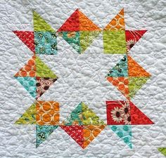 Para la sala - One block of The Summer Sampler Series links to all 12 block tutorials on Freshly Pieced at http://www.freshlypieced.com/p/summer-sampler-series.html