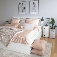 50 pink bedroom decor that you can try rosa Schlafzimmer Dekor, das Sie selbst. Pink Bedroom Decor, Dream Bedroom, Home Bedroom, Pastel Bedroom, Bedroom Themes, Bedroom Goals, Bedroom Yellow, Bedding Decor, Warm Bedroom