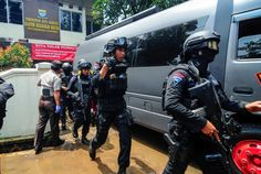 Indonesian police kill bomber, investigate for link to IS sympathizers | Reuters