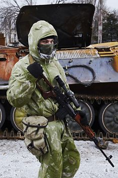 Ukraine winter 2014-2015: pro-Russia rebels sniper behind a destroyed armor…