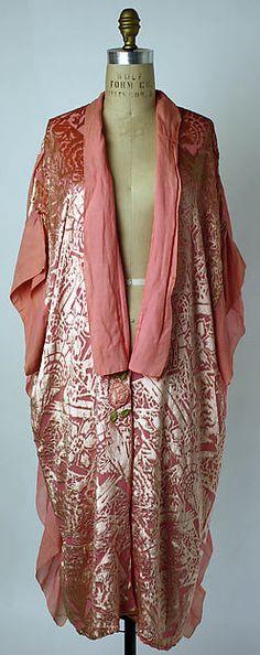 Bathrobe Department Store: B. Altman & Co.  Date: 1920s Culture: American or European Medium: silk Accession Number: 1974.243.11