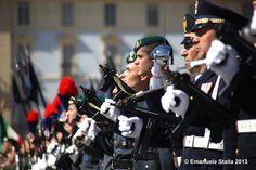 2 Giugno 2013. Torino, Festa della Repubblica. Articolo su http://www.retroonline.it/2013/06/01/2-giugno-festa-della-repubblica-a-torino-tanti-eventi/ #carabinieri #polizia #repubblica #torino #esercito #alpini #militari #2giugno