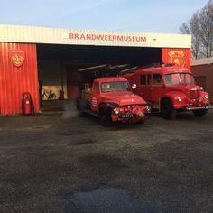 Ford F350 en De Soto voor het Brandweermuseum te Sappemeer